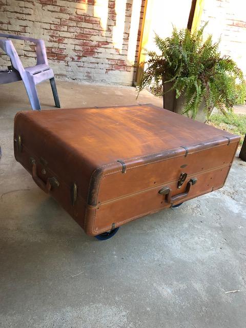 suitcaseottoman